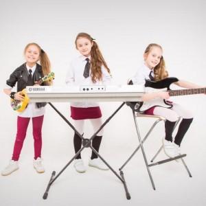 Игра на музыкальных инструментах в Академии Талантов ВОЛШЕБНЫЙ ЗАМОК