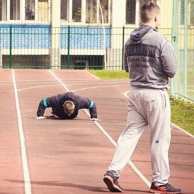 Занятия кроссфитом с тренером на улице