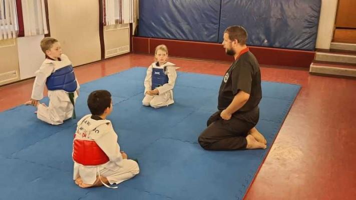 Фитнес для детей с элементами тхэквондо